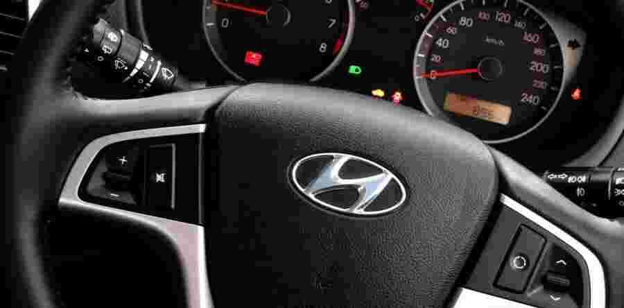 تصویری از فرمان و صفحه کیلومتر یک خودرو هیوندای