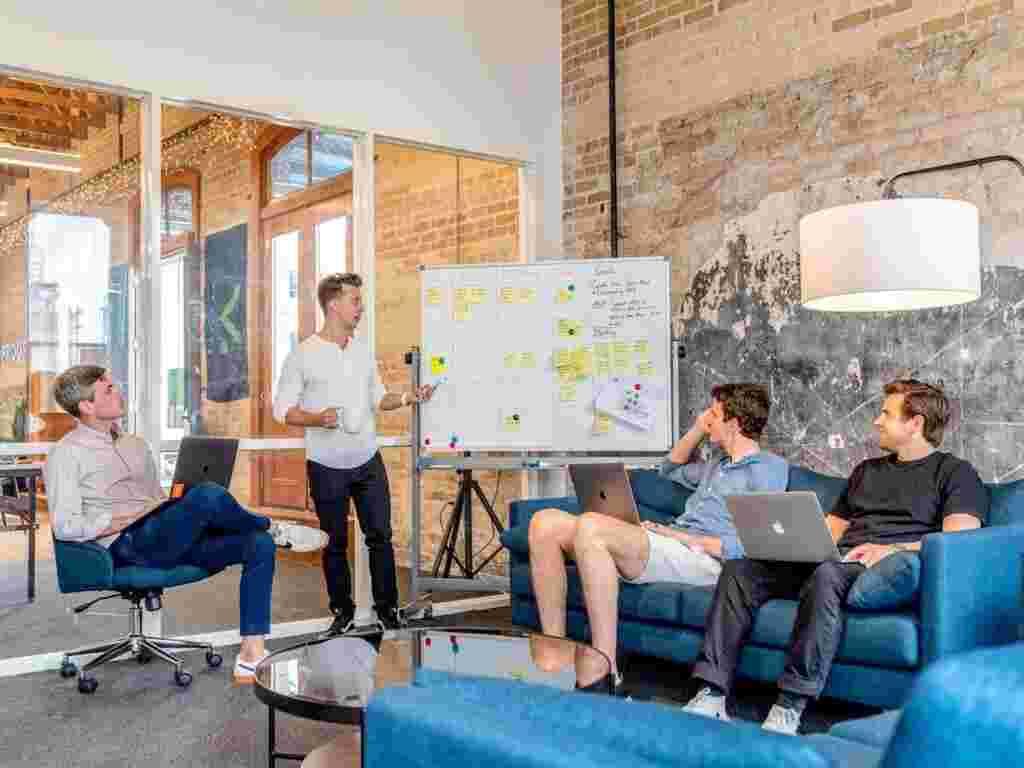 جلسه تیمی طراحان UI UX
